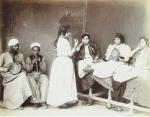 Bailarina y músicos del Cairo cerca de 1870