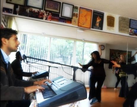 Clase de danza con el maestro marroquí Hicham Billouch