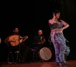 Gisele Habibi bailando con el Ensamble Baraka.