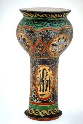 Darabukka de cerámica de finales del siglo XIX. (Irán/Arabia). Colección Crosby Brown de instrumentos musicales