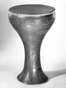 Darabukka del siglo XIX. Colección Crosby Brown de instrumentos musicales.