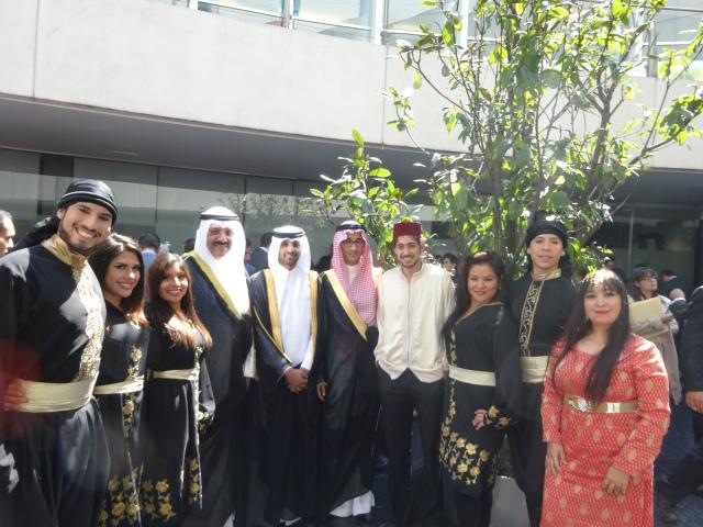 Hicham Billouch, Giselle Habibi y Anton Sankiem y su grupo con el Excmo. Sr. Sameeh essa Johar Hayat, Embajador de Kuwait en México y Decano del Consejo de Embajadores Árabes, y su comitiva.